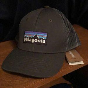 Kids grey Patagonia trucker hat